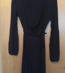 Duga crna haljina s rol kragnom i tankim remenom