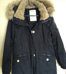 Zarina crna jakna s kapuljačom