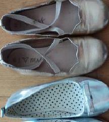 Dvoje cipelice br 28 (next kozne zlatne)