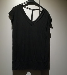 UNI Crna majica V izrez, špaga na leđima