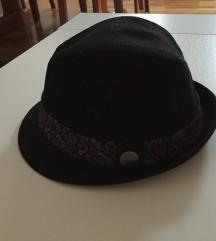 Crni šeširić