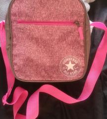 Converse torbica divna i prakticna
