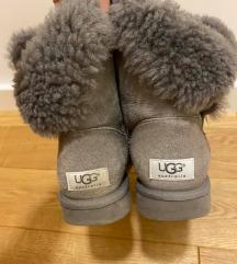 Ugg Bailey Button sive čizme