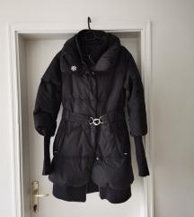 Crna kišna jakna