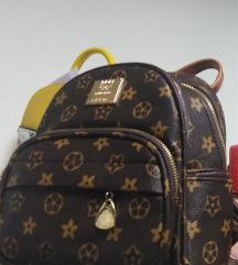 S etiketom ruksak