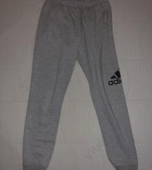 Prodajem Adidas trenerku