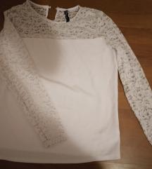 Bijela bluza sa čipkastim rukavima