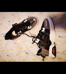 Shoe box nove patike