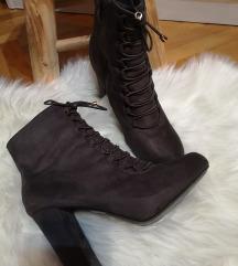 Čizme gležnjače na petu sive
