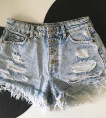 Bershka kratke hlače 34