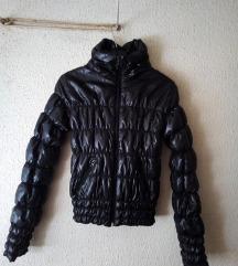 NOVA sjajna crna jakna