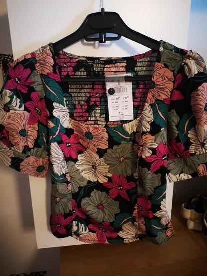 Cvjetna majica sa puff rukavima sa PT!