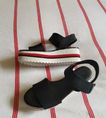 Nove Stradivarius sandale