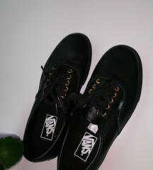 Kozne crne tenisice