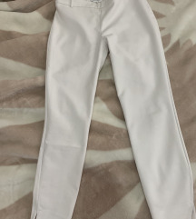 Zara prekrasne bijele hlače na crtu
