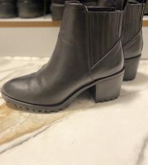 Zara crne gleznjace cizme 38