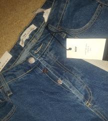 Mom jeans s etiketom