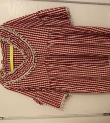 Crvena karirana haljina s pomponima