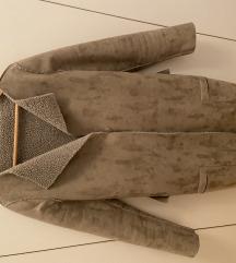 Amarie sivi kaput
