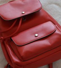 Crveni kožni ruksak