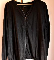Ženska crna jaknica s motivom zvjezdica