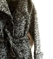 %Burberry sivo/crno spricani kratki kaput