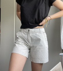Kratke capri hlače