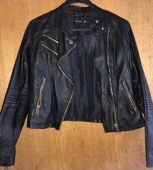 Stradivarius crna kožna jakna