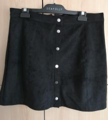 Crna suknja nalik brušene kože