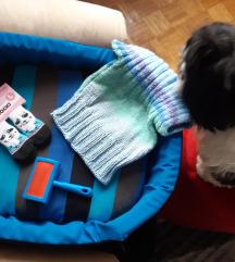 Krevet,četka , dzemper i čarape  za malog psa