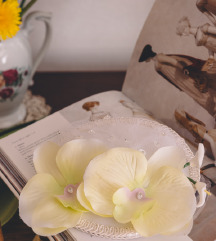 NOVO: Bijeli fascinator s orhidejama