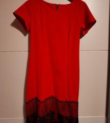 Uska crvena haljina s crnom čipkom