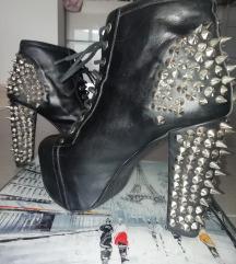 Cipele s petom