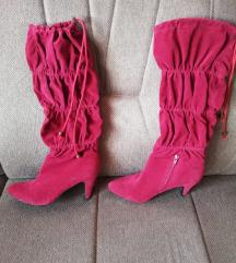 39 Tamno crvene neobične čizme