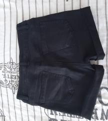 Prodajem ženske kratke hlače