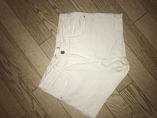 Zara kratke bijele hlače