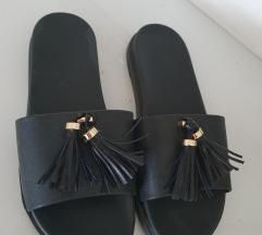 Crne kožne papuče