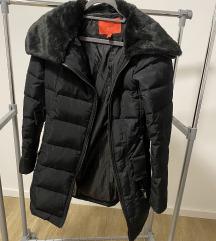 MANGO jakna crna