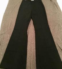 Duge crne hlače koje Victoria Beckham obožava %