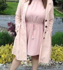 Roza haljina i baloner