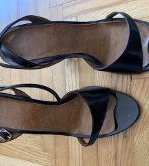 Crne sandale s remencicem