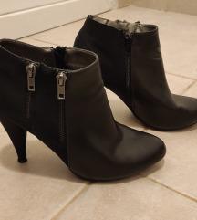Čizme - gležnjače, crne na petu (LIDL)