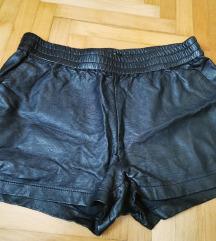 Crne kožne kratke hlačice