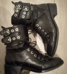 Zara crne čizme, vel 39