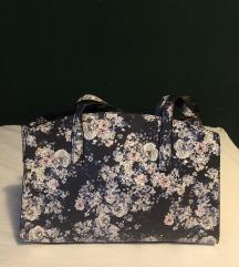 Stradivarius cvjetna torba s etiketom