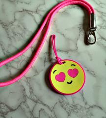 tag za torbu i privjesak ogrlica H&M