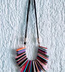 Zgodna šarena ogrlica