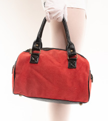 Crvena kožna torbica