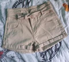 Nove kratke bež hlače