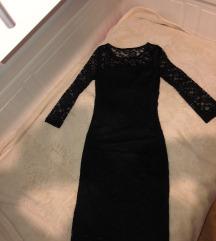Uska čipkasta crna haljina